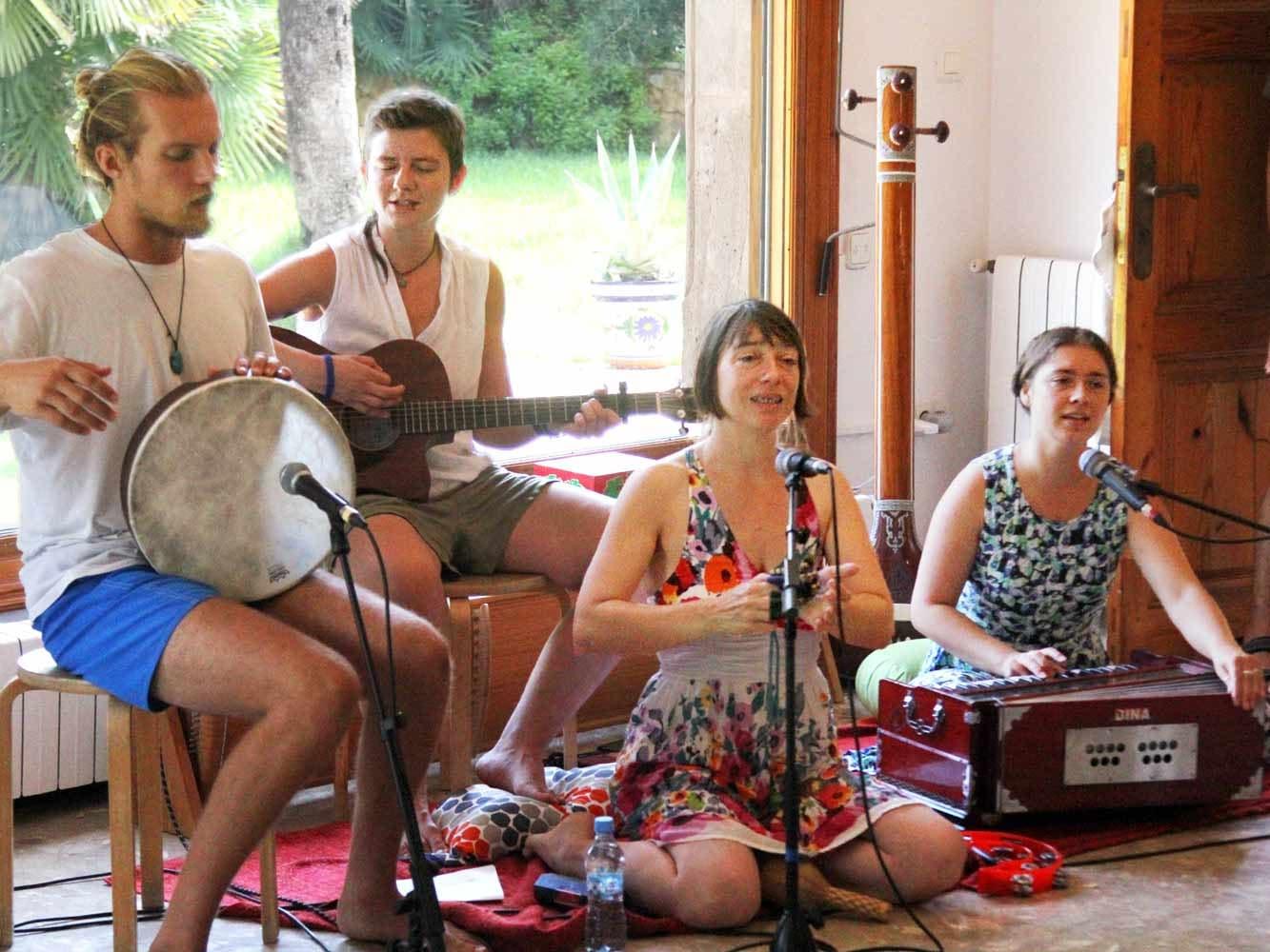 mantra-singing-233a